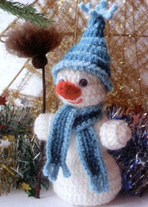 вязаный снеговик крючком для малыша.