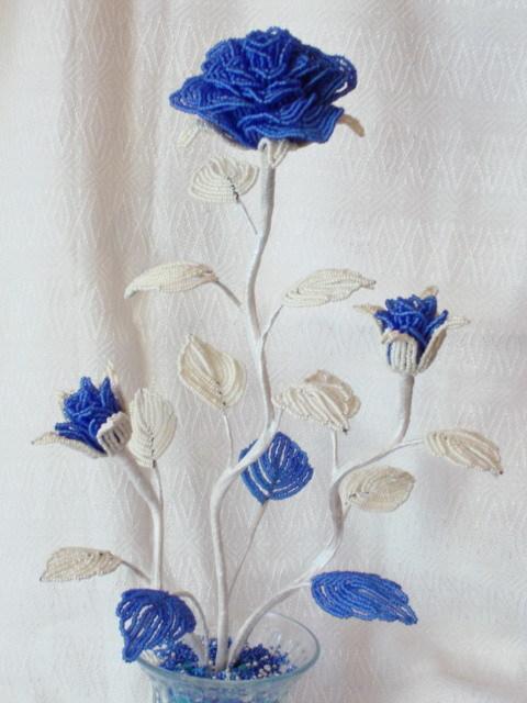 Бисероплетение схемы Поделки из бисера фото Цветы из бисера Букеты из.